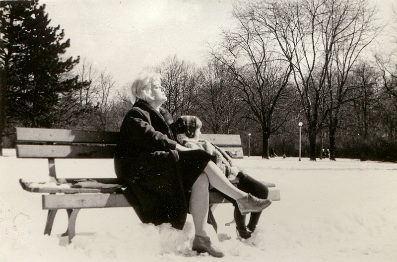 Sonnenbad im Schnee (Foto: Elzbieta Sekowska | iStockphoto | Thinkstock)